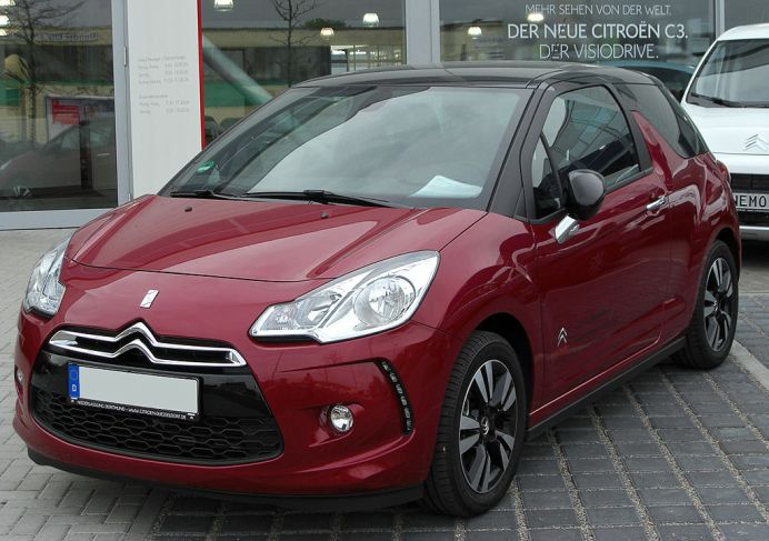 1024px-Citroën_DS3_VTi_120_Airdream_SoChic_front-1_20100425