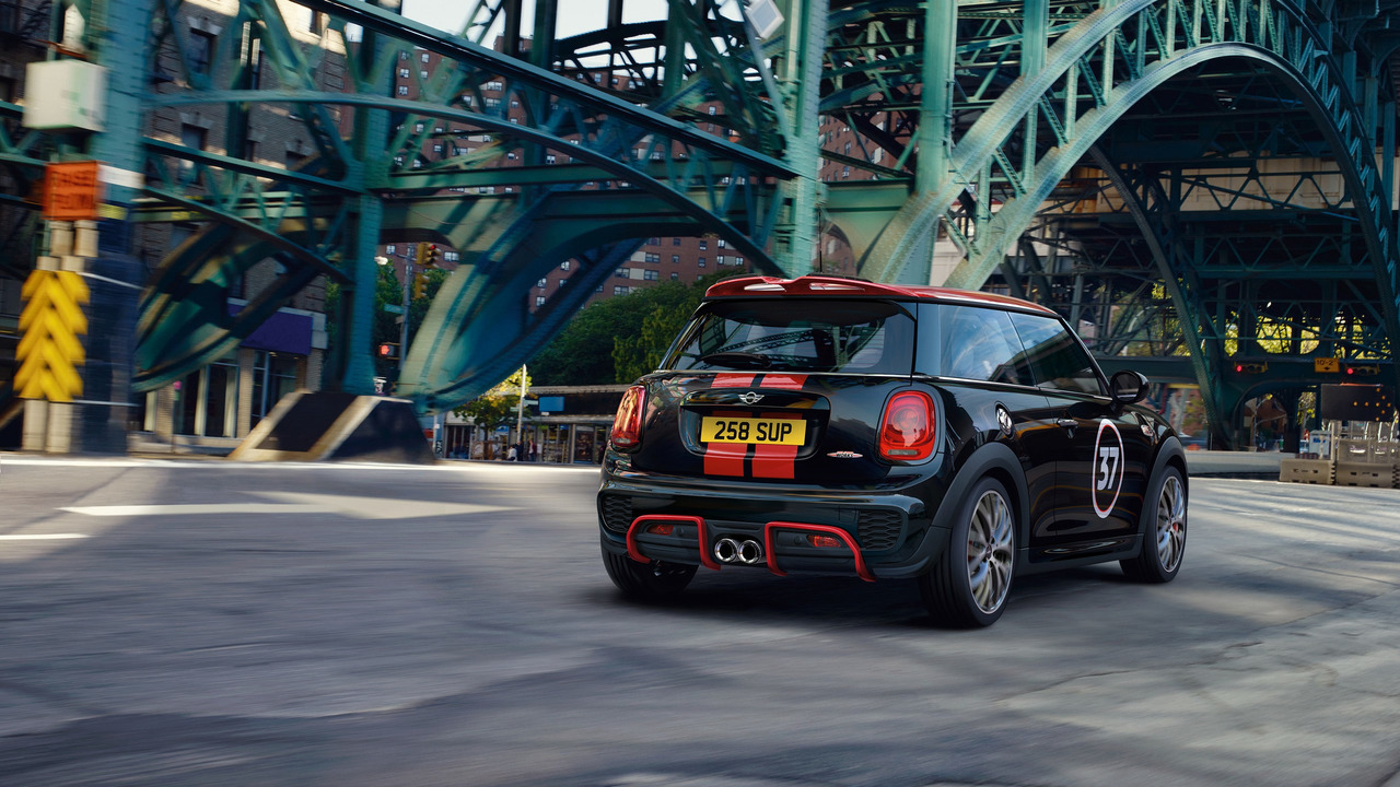 minis-with-john-cooper-works-haccessories