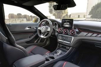 2017-Mercedes-GLA-9