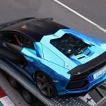 モナコにて、「新しい」カラーリングのランボルギーニ・アヴェンタドールが目撃される