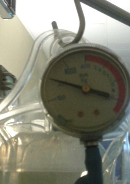 Manometr wskazujący ciśnienie w mankiecie