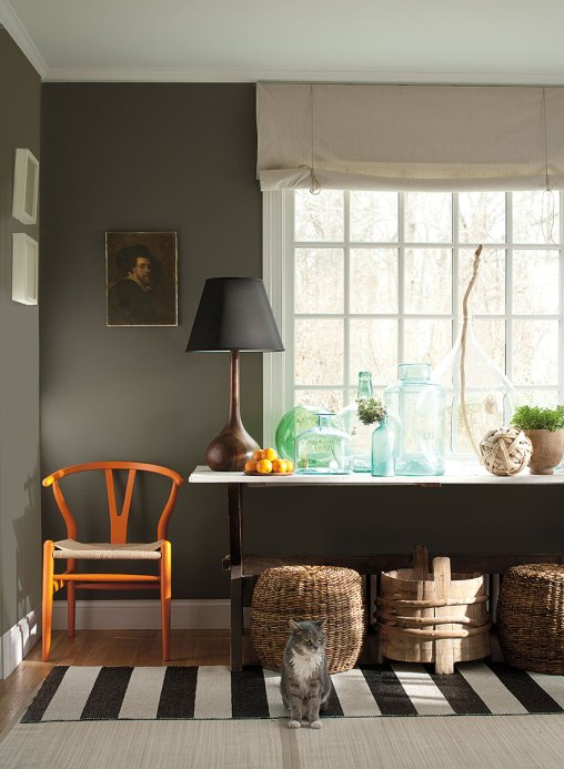 Gray home decorating, Benjamin Moore Williamsburg Color Collection, CW-80 Carter Gray(walls), CW-10 Capitol White (trim)