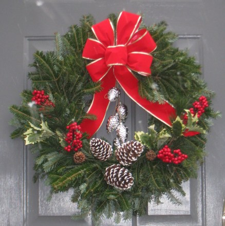 DIY Holiday decorating outdoors. www.IntentionalDesigns.com