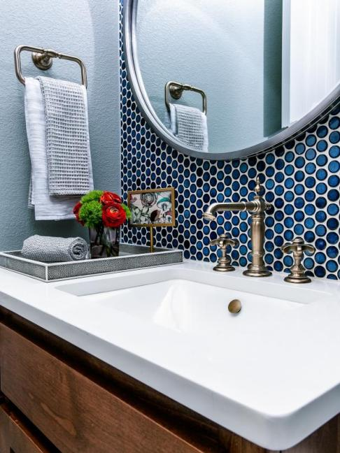 HGTV Smart Home 2019, Guest Bathroom, Sherwin-Williams Magnetic Gray