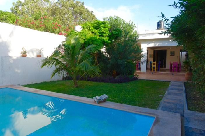 Aries y Libra courtyard