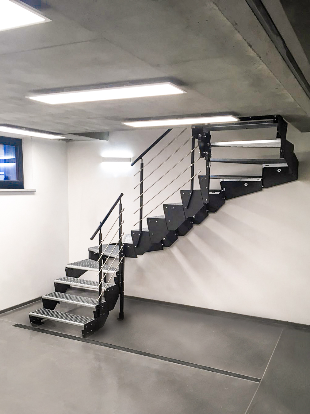 Asta Modular Stairs Adjustable Modular Steel Stairs For Indoor And Outdoor Use Tlc
