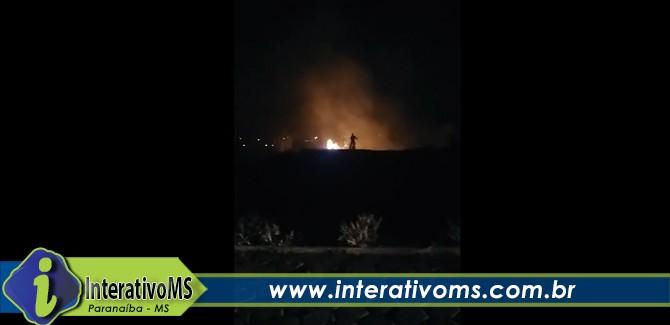 Bombeiros combatem incêndio na escola Aracilda