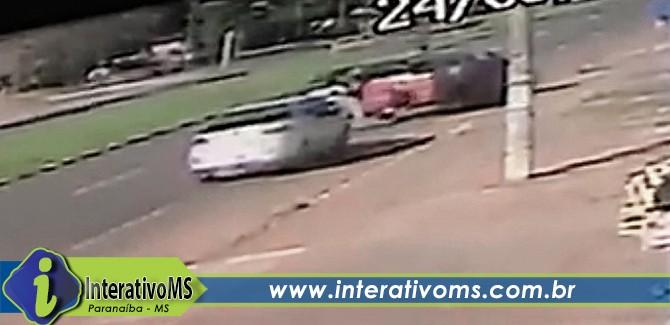 Bandidos rendem PM e recuperam carro com contrabando em Campo Grande