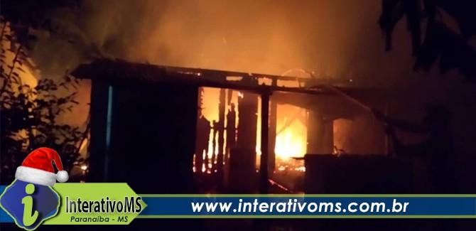 Incêndio destruiu casa no Santo Antônio em Paranaíba
