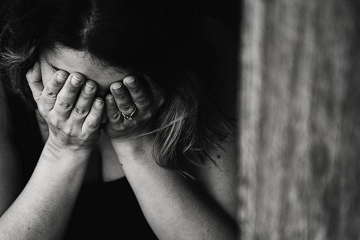 Jovem é internada após ser espancada pelo ex