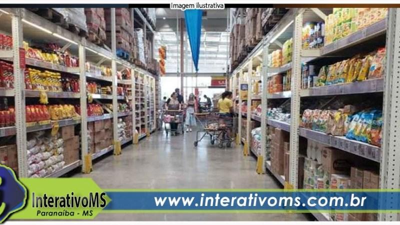 Briga de clientes tem socos, chutes e 'cocos voando' em supermercado