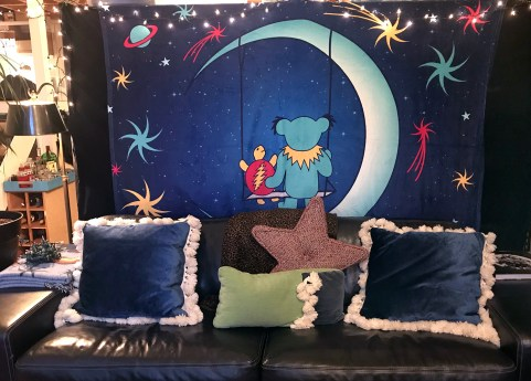 MoonSwingCouch
