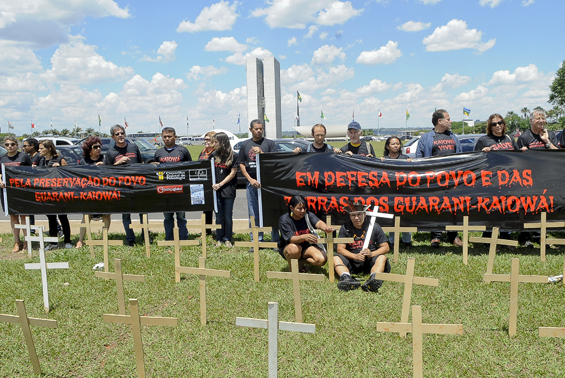 Indigenous Guarani-Kaiowá protest in Brasilia ( Photo: Wilson Dias / ABr)