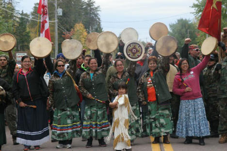 A Royal Proclamation day feast brought out over 300 to the anti-fracking blockade in Rexton, New Brunswick in early October. [Photo: Miles Howe]