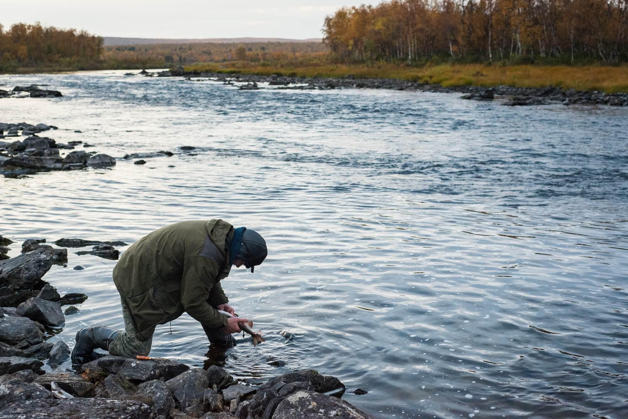 Un pescador Skolt Sami en el Näätämö