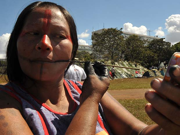 More than 800 indigenous people are gathered in the Free Land Camp 2011, which occurs among the Ministries, in Brasilia (Photo: Elza Fiuza / Apr)