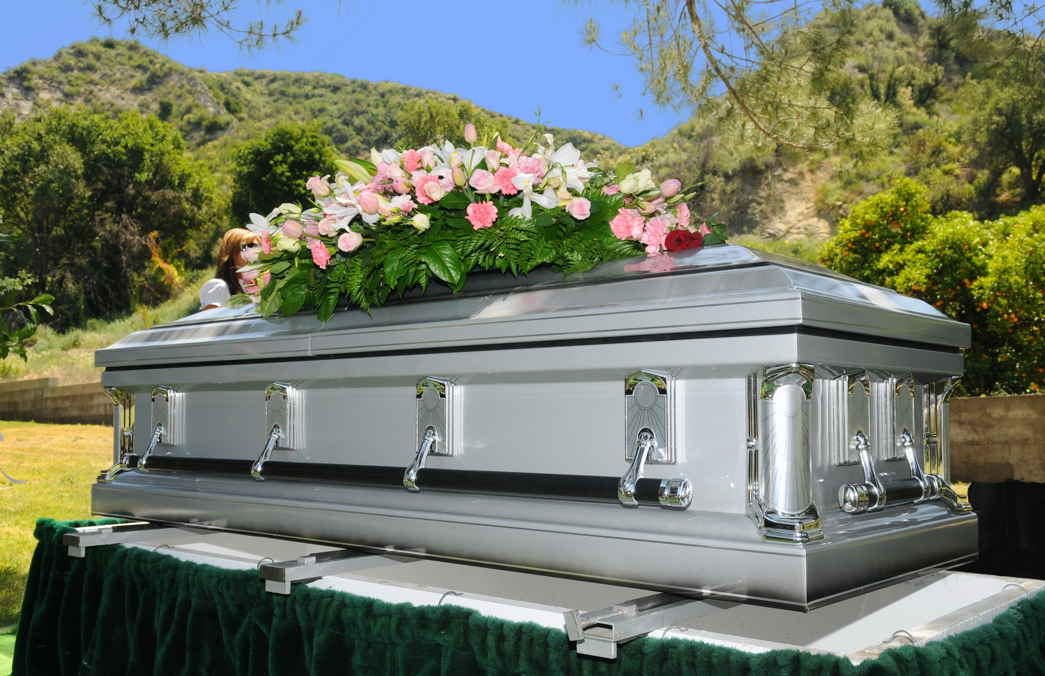 immage of coffin at funeral