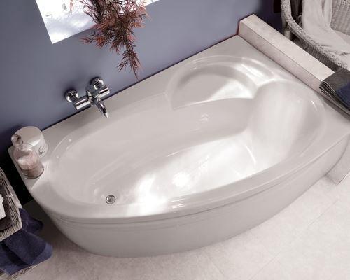 hoekbad in badkamer