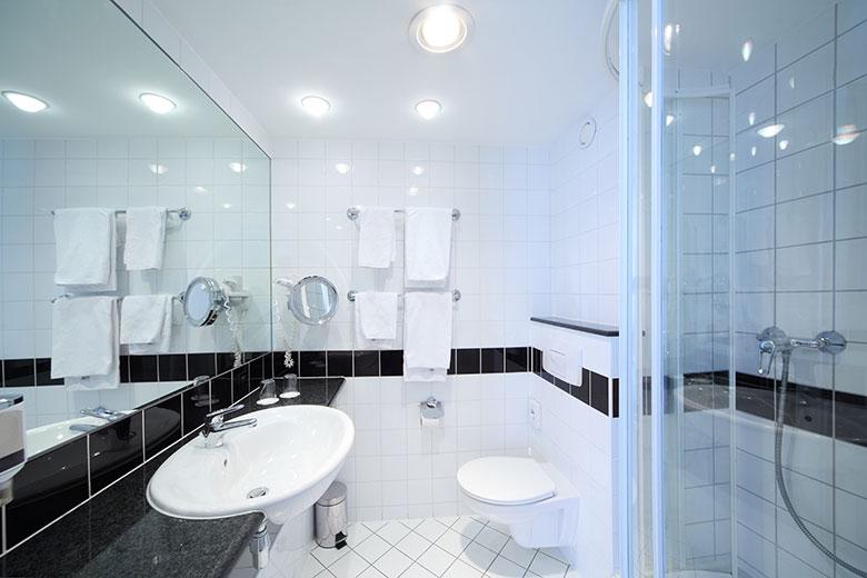 Badkamer voorbeelden kleine ruimte - Outs kleine ruimte ...