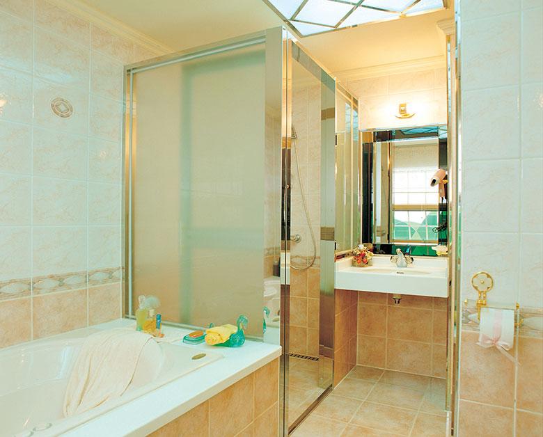 moderne-badkamer-voorbeelden-inloopdouche
