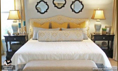 veel kussens in slaapkamer
