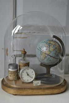 wereldbolletje in glazen stolp