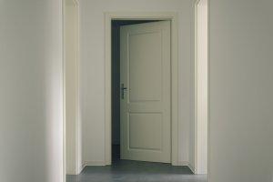 Een landelijke look met houten binnendeuren