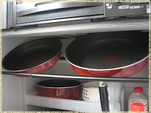 鍋を角度つけて収納