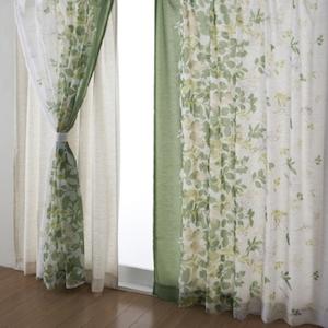 樹木柄のカーテン