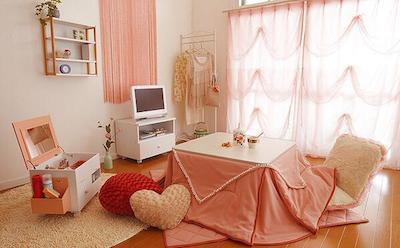 女の子らしいフェミニンな女性の一人暮らしの部屋