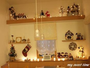 クリスマスの飾り付けにキャンドルライトを灯したお部屋