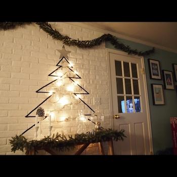 マスキングテープでツリーを描いたクリスマスのおしゃれインテリア