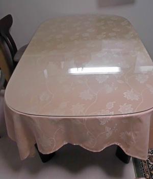 カーテンの生地を利用してテーブルクロス