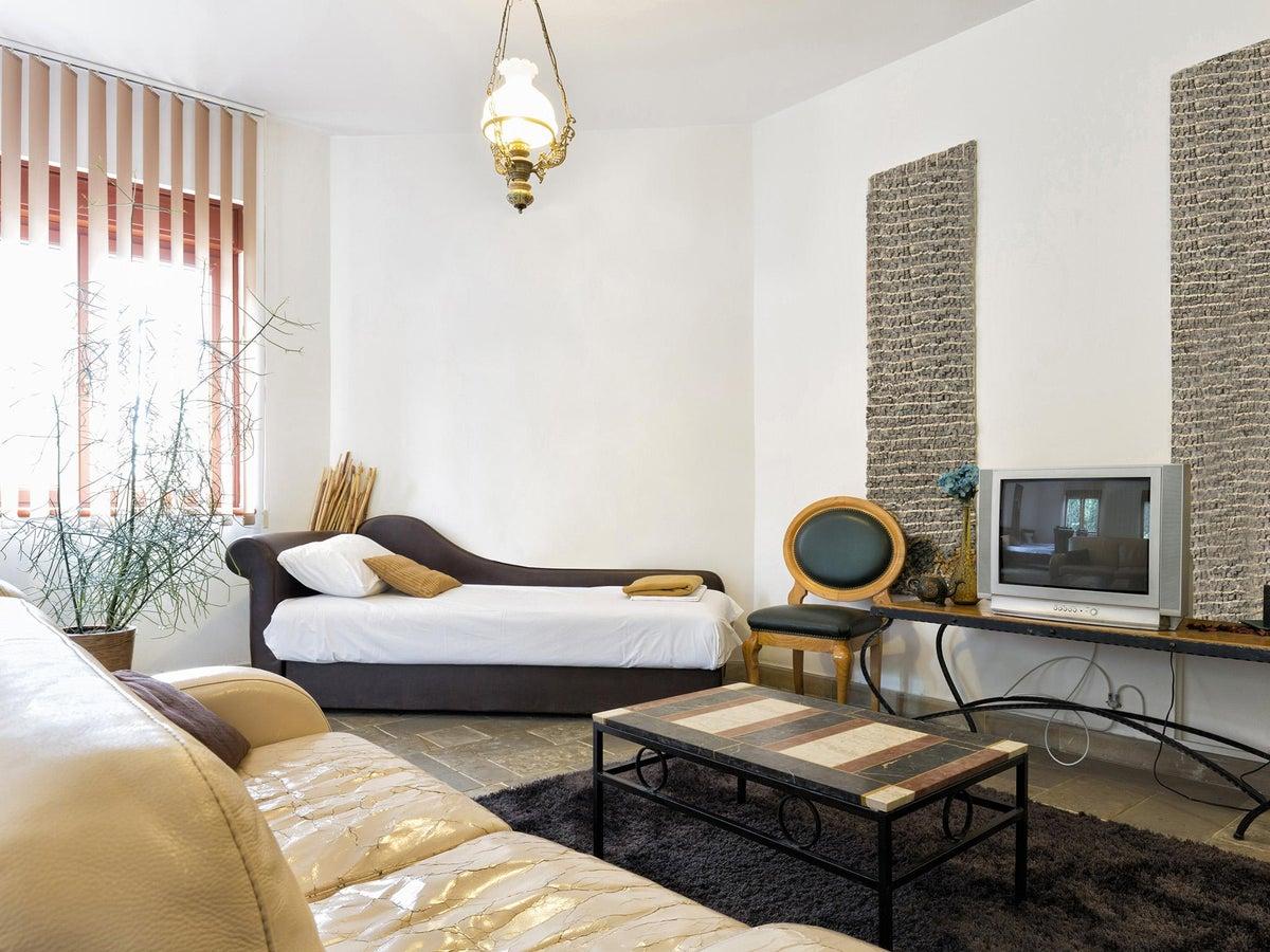 Colorare le pareti di casa è una tendenza che non passa mai di moda: Discover The Ideal Colors For The Living Room Interior Magazine Leading Decoration Design All The Ideas To Decorate Your Home Perfectly