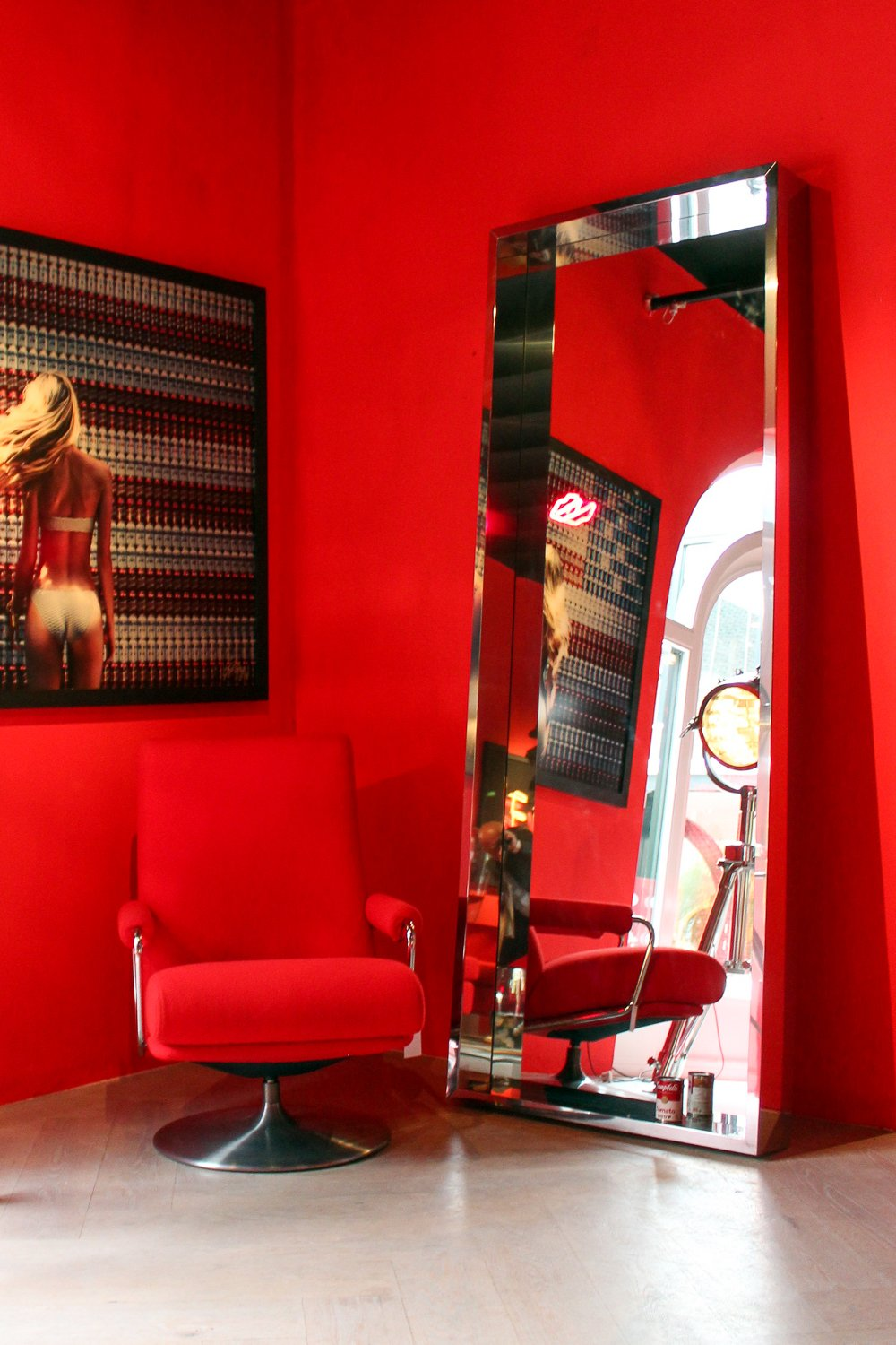 Red interior at Jan des Bouvrie