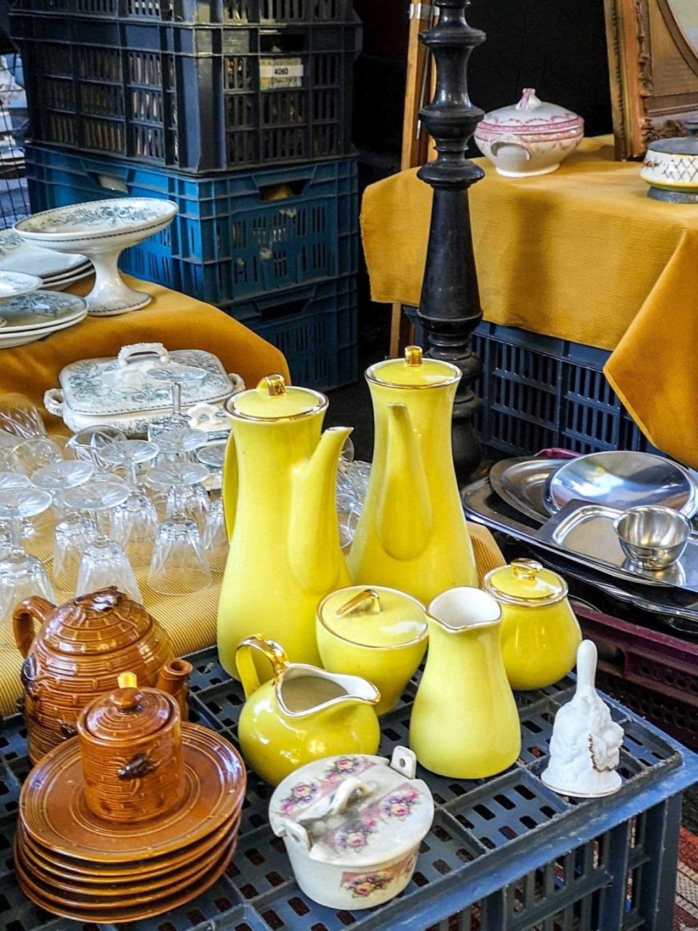 yellow coffee service at the Braderie de Lille