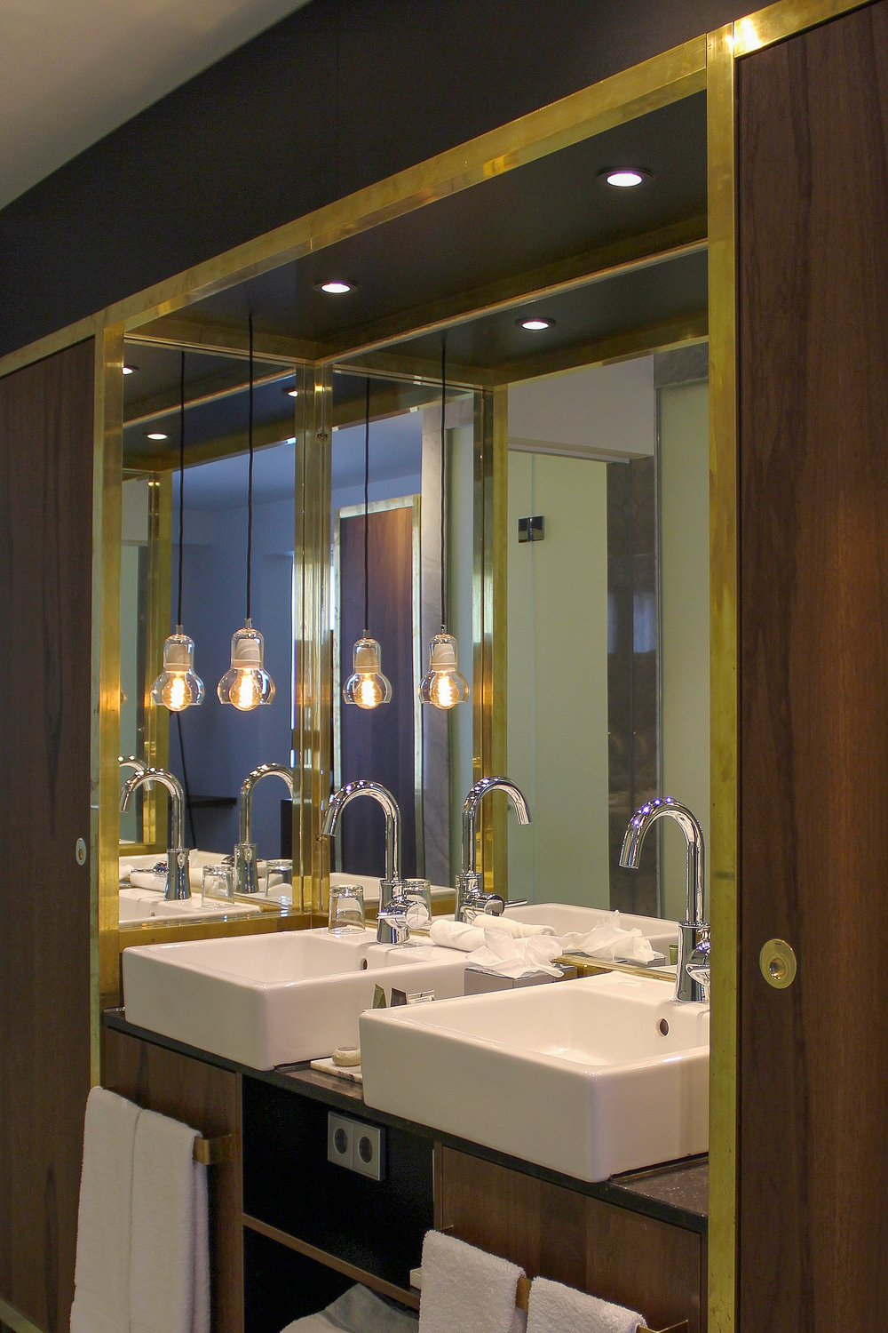 brass bathroom at the ink hotel amsterdam