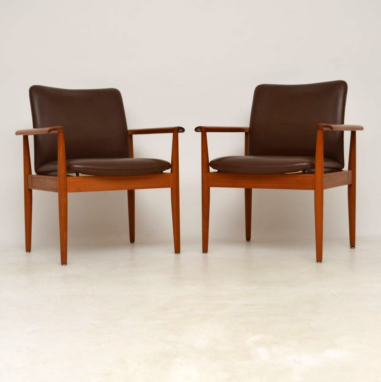 finn juhl sofabord teak leather sofa with chaise canada 1960s pair of danish and vintage armchairs by