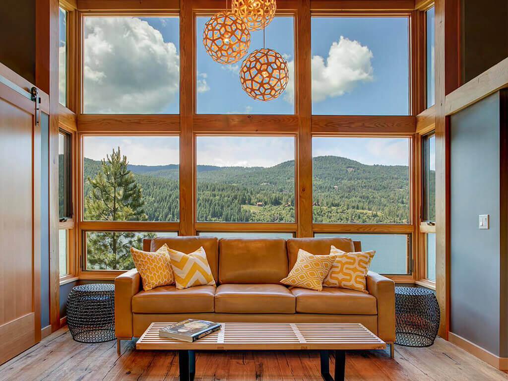 interior ruang keluarga timber kabin