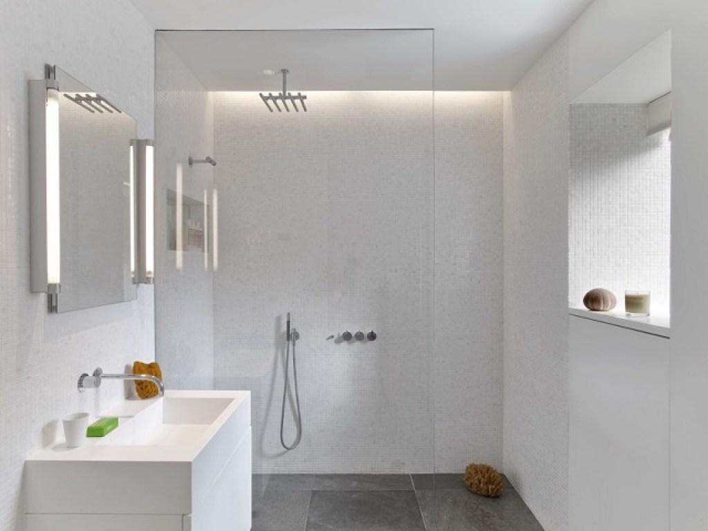 kamar mandi apartemen kecil gaya art deco