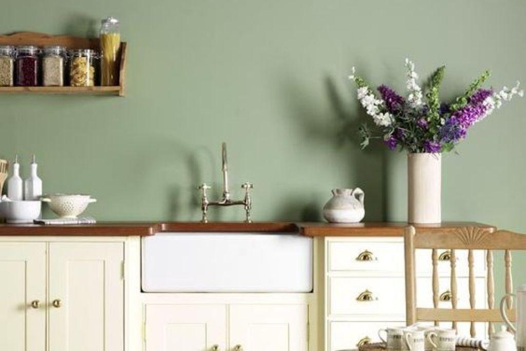 varian warna hijau di dinding dapur