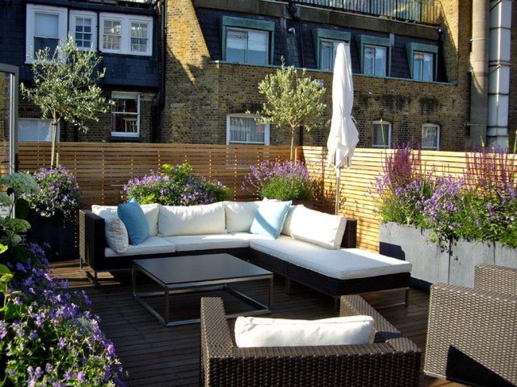 desain balokn dengan tanaman; sofa L