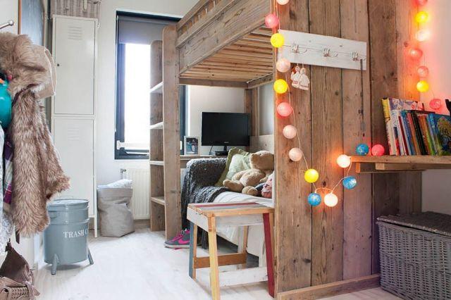 dekorasi interior dengan string lights