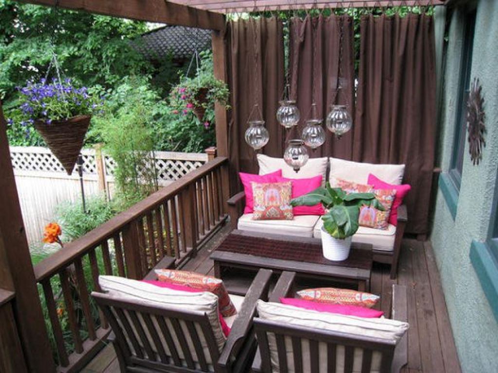 balkon rumah yang menambah dan meningkatkan nilai jual