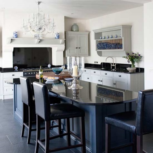 4 Elements Could Bring Out Traditional Kitchen Designs: Elegant Black And White Worktops For Elegant Kitchens