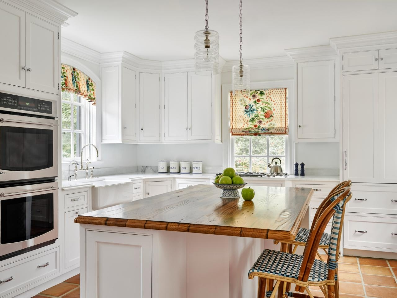 Choosing the right kitchen window treatments