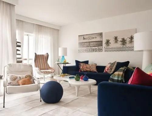 Modelo y Colores que se Entrelazan para Crear una Casa