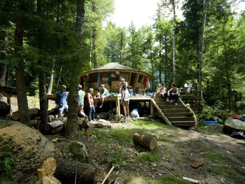 unique_cabins_in_the_woods_22(1)