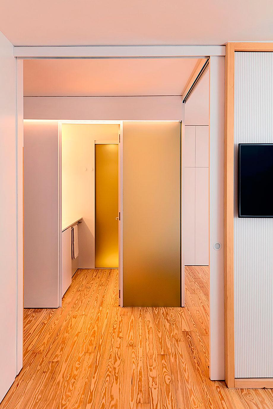 El interiorismo funcional y confortable de un piso en Bag