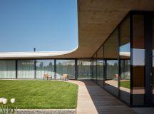Una casa para nueve nietos por Compass Architekti
